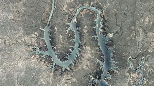 Amistad Reservoir of the Rio Grande Separating US Above from Mexico Below, 2013 (via atlantic)