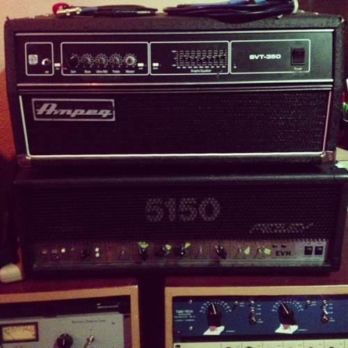 Got the Ampeg SVT and the 5150 on bass! @getawayrecording  (at Nu-Tone Studios)