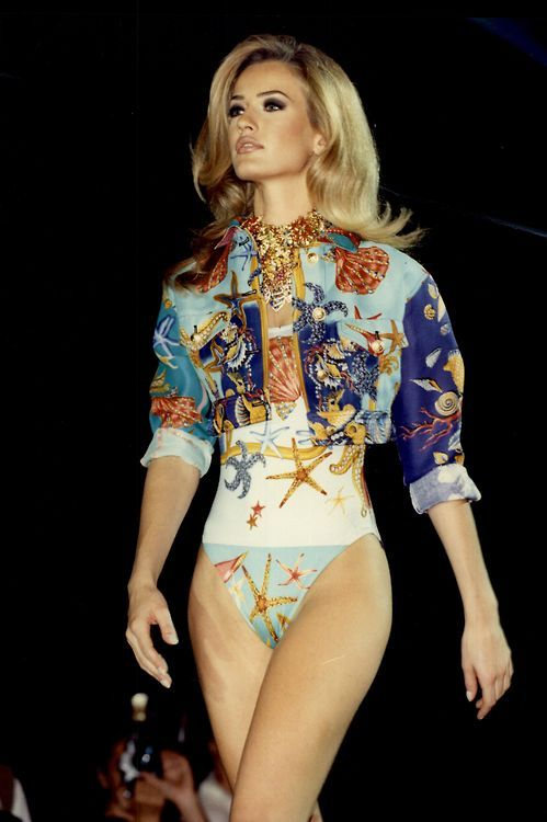 goldenmermaidd:  karen-mulder:  Karen Mulder for Versace (90s)  I wish