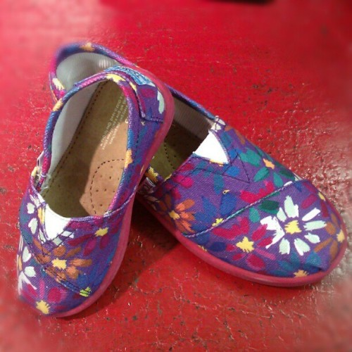 Daisy TOMS for both Toddlers & Kids #TOMS #kidsshoes #shoes #flowers #abbadabbas #l5p #tomsshoes