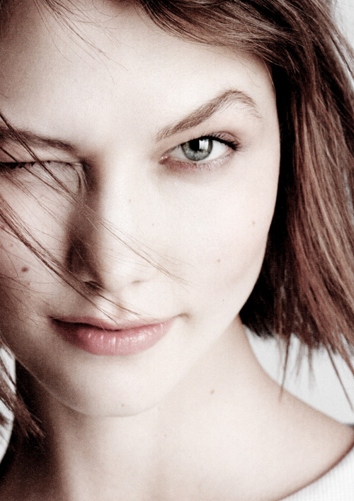 thefashiondontlivewithoutvogue:  Karlie Kloss by Matt Jones for i-D Spring 2013