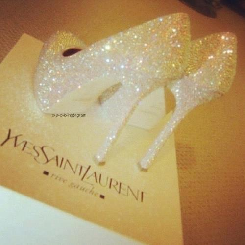 golddiggerr:  fashionista-lovee:  http://fashionista-lovee.tumblr.com/ ♚  GoldDiggerr
