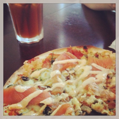 Smoked salmon pizza with ice lemon tea for lunch today. With @charlonion