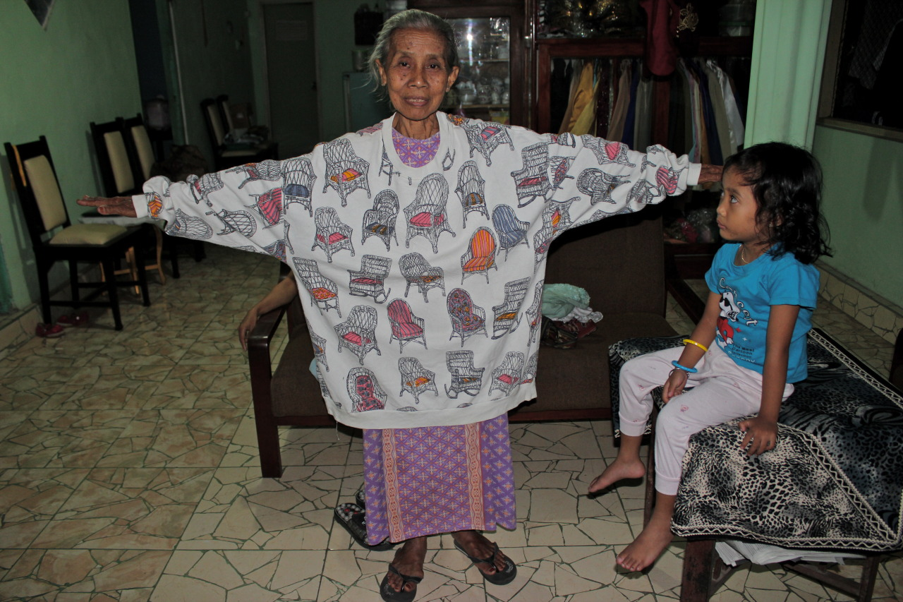 Last January, I found this oversized gem of a pull-over hidden among many other gems in a Malang thrift store. It sat in my closet, neglected for months. Realizing its uselessness to me, in a tropical climate (other than looking completely hobo hip), I passed it onto another PCV… and this is where it ended up… on her adorable host grandmother. Photo Credit - PCV Nicole Ethier