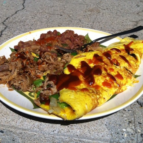 Barbecue pulled pork omelette. #porcheatin #its70degreesout #extraporkontheside