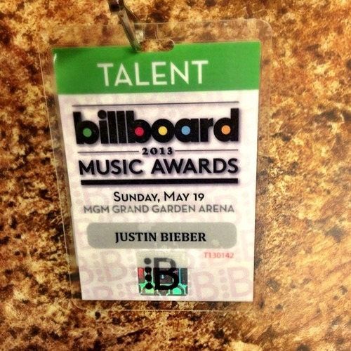 "jusgohollywood:  ""@nickdemoura: Billboard awards @justinbieber !!"""