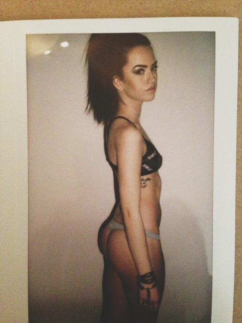 paintless:  amayahlouise:  Here, have the polaroid of my ass and my morbid 'what the fuck is going on' face.  i'm far too attracted to her