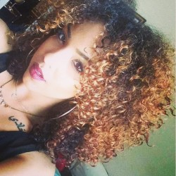 girlsuwillnevermeet:  follow our instagram @girlsuwillnevermeet @curlybeautyjade