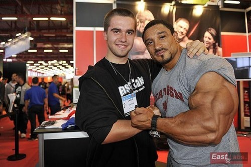 musclelover:  These professional bodybuilders love to meet their fans and this ones no exception. Massive triceps and forearms…Who is he? Looking for muscle to worship? Look no further than http://bit.ly/14qL0gL for all your muscle worship desires!