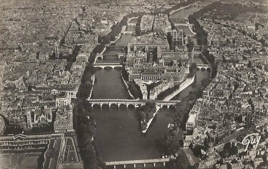 Aerial view onto the Ile de la Cité, Paris