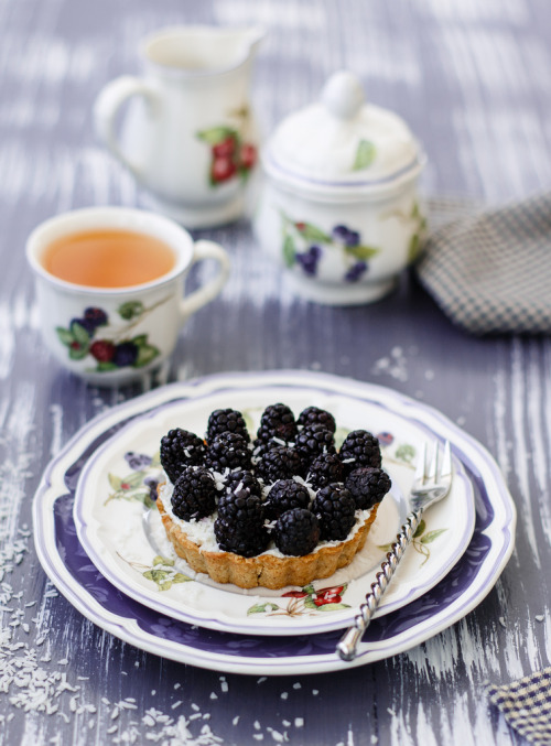 tweedandbowties:  Blackberry tart (by Julicious)