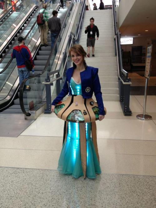 cosgeek:   TARDIS Dress by Gallifrey208 Photographed at C2E2