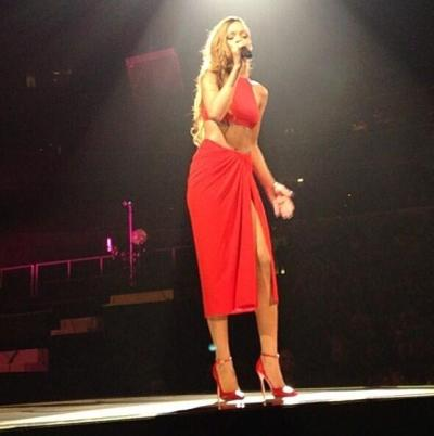 Rihanna on stage in Buffalo for the US kick-off of her Diamonds World Tour