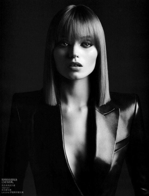 thedrybar:  Sleek #Manhattan with bangs - so chic…