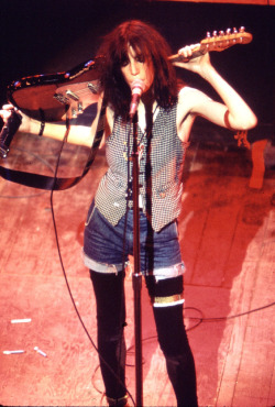 zombiesenelghetto:  Patti Smith, CBGB 2nd Ave Theater, 1977 via