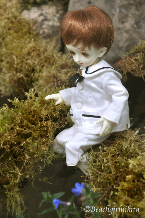 beachgirlnikita:  Soom Pepper; he is supposed to be keeping his suit clean, not be climbing in the woods.