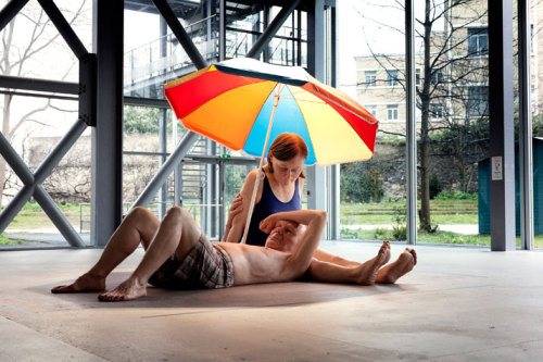 rimsquad:  myampgoesto11:  Ron Mueck: Couple Under an Umbrella (2013)  woah