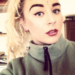 dancewithmealexsis:  #bindiface #ombrelips #makeup #blonde #eyebrows xx
