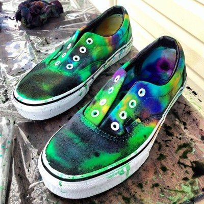 worldodeborawr:  tie-dyed shoes B/ #heckyes! #diy #tiedye #step1 #imaballer #swag