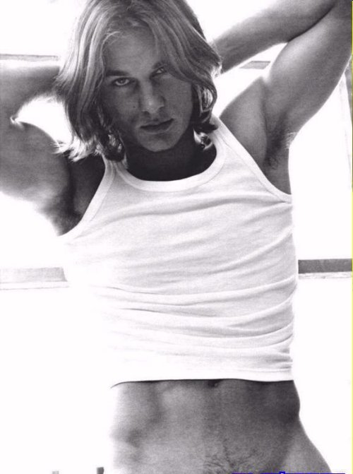 oh those were the days back then! Travis Fimmel you sexy beast!