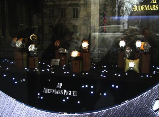 éclairage sans fil - logo lumineux - enseigne lumineuse - décoration vitrine - vitrine lumineuse - panneau lumineux - support de communication - stand lumineux - LEDs sans fil
