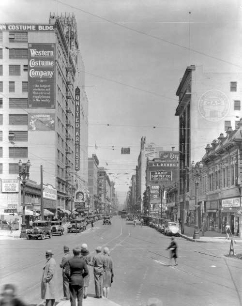 View of Broadway looking north from Olympic Boulevard (then Tenth Street), circa 1929. The United Artists Theatre is visible on the left. In the distance behind it is future site of the Art Deco-style Eastern Columbia building, completed in 1930. Part of the Title Insurance and Trust, and C.C. Pierce Photography Collection in the USC Digital Library.