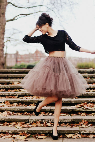I can so rock this. Al I need is another black petticoat. :}