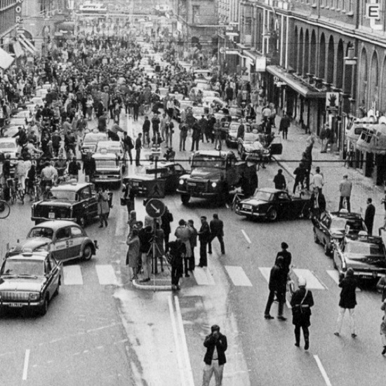 artekka:  5:00 P.M., September 3rd, 1967Sweden changed from driving on the left side to driving on the right - this was the result