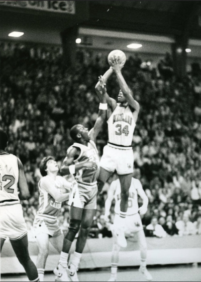 fuckyeanba:  Len Bias shooting over Michael Jordan.