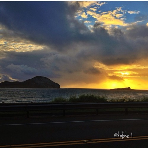 Sunrise Kaohika'ipu…..#mahalo_ke_akua #e_ala_e #ka_la_i_kahikina #kuu_home #kaohikaipu#manana #waimanalo #windwardskies #eastsidesunrise #driveby#hiig #hiig808 #insta808 #instahawaii #808 #96795#dawn #360degreesofbeauty #247hawaiian #photowall — photo taken by kolohe1