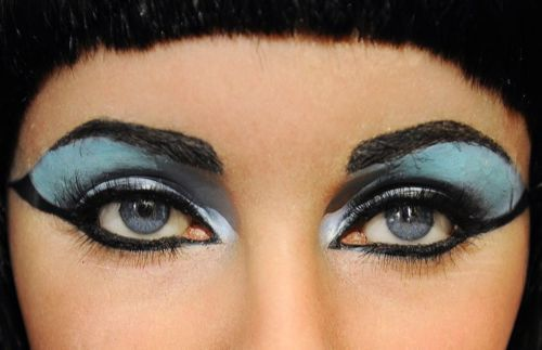 wehadfacesthen:  The eyes of Elizabeth Taylor in Cleopatra (Joseph L Mankiewicz, 1962