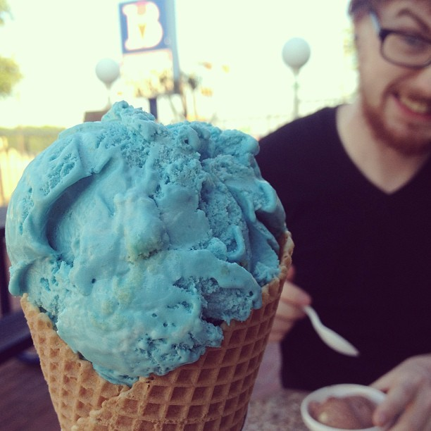 Blue birthday cake #icecream with Jacob! (at Braum's)