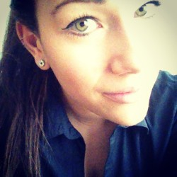 Goooooodmorningggg #girl #girly #goodmorning #school #me #eyes #ponytail #greeneyes #makeup #fun #yolo #beauty #style #dutch #dutchgirl #amsterdam