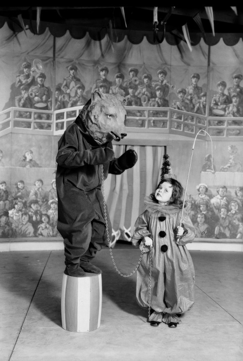 suicideblonde:  May Co. Circus,  1930