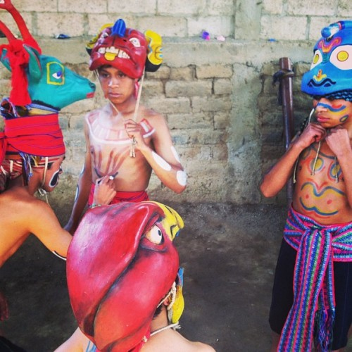 pianoxamerica:  Yesterday we watched an ancient Mayan ceremony. Here you can see them painting their faces.