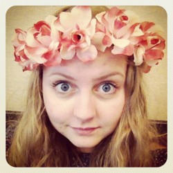 FLOWERS IN MY HAIR!! #flowers #itsmyfriends #testing #cute #girl #pink #boredinschool  #hello #swedish #blueeyes #flowersinmyhair #blue #blond #hi #whatamievendoing #awkwardturtle  (på/i Stockholm, Sweden)