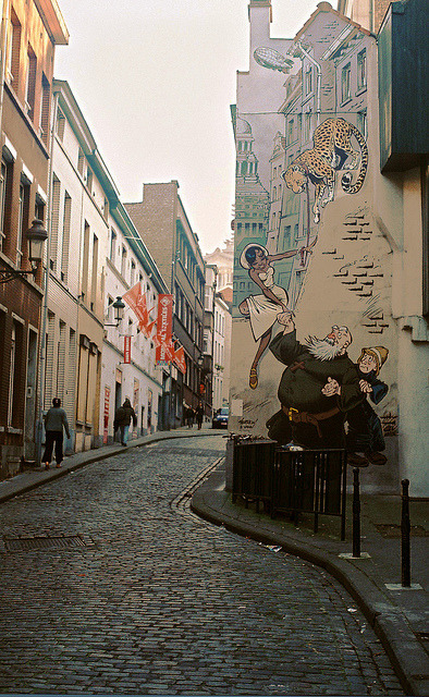 w4lrusss:  mural by laura olljum. on Flickr.
