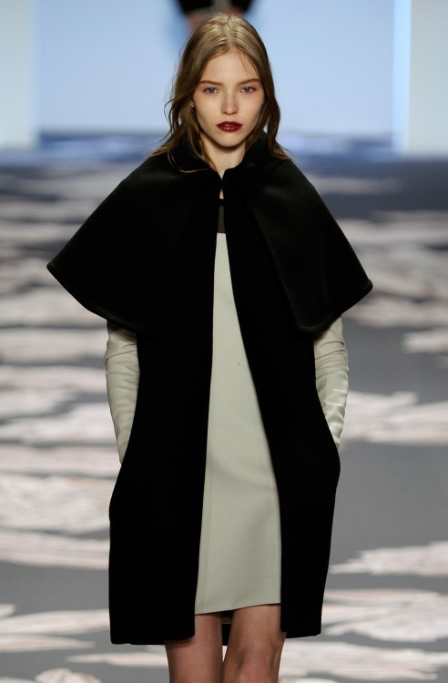 A sculpted monochrome look opened the show at @VeraWangGang #NYFW