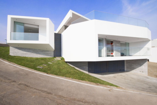 Residential Architecture: J4 Houses by Vertice Arquitectos..(via * Residential Architecture: J4 Houses by Vertice Arquitectos)
