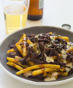 yummyinmytumbly:  Black Garlic Braised Short Rib Poutine
