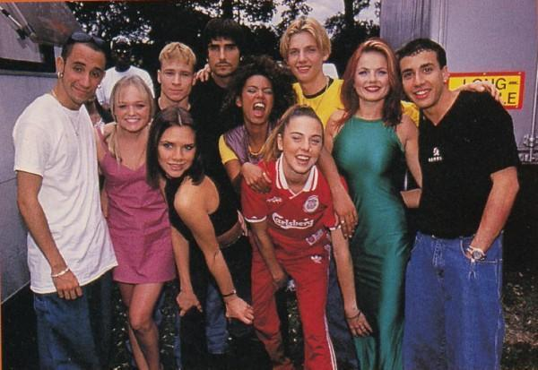 supamuthafuckinvillain:  fuckyeah1990s:  The 90s were a time to make friends…  Aww God, give me a moment. T__T