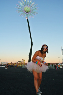 ohmygoditsbeautiful:  Me under the giant daisy last year at EDC Vegas