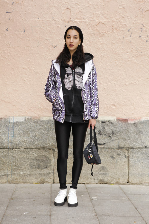 Soraya 18 studentshoes Flor, leggings vintage, sweatee Marc Ecko, jacket Shoop, bag East Pack, bonnet H&M, earring vintage