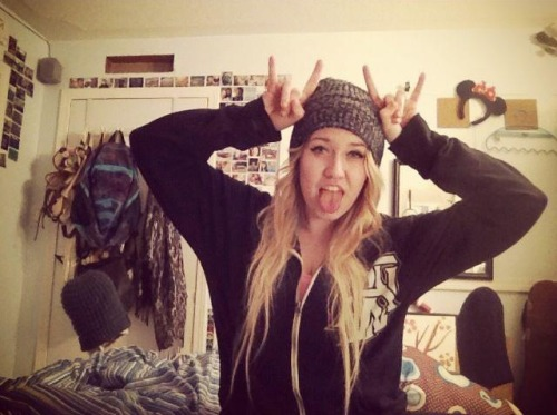 whatselfesteem:  im a moose :3 http://imonlyateenagegirl.tumblr.com  You're adorable.