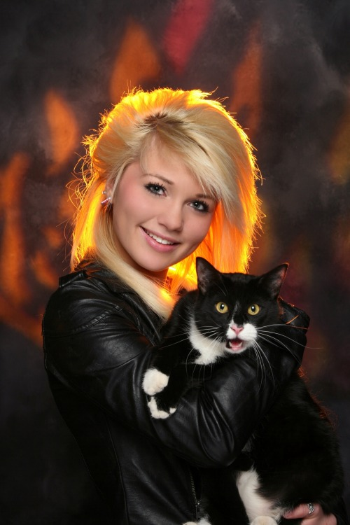 derpycats:  Senior pictures with my cat…