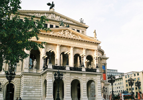 flawnder:  Frankfurt Opera House by traceyjohns on Flickr.