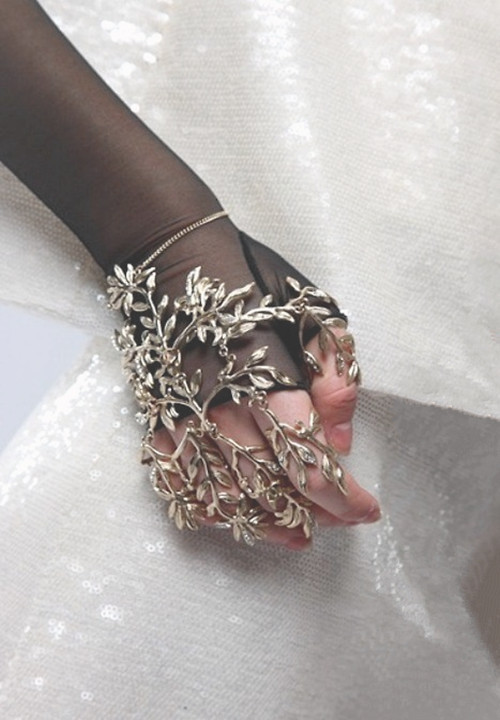 wink-smile-pout:  Chanel Resort 2009 Details