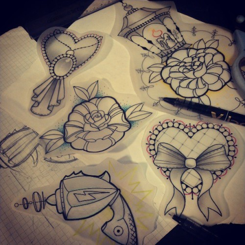 Things that need homes on skin… :) #tattoodesign #drawing #art #tattoos #neotraditional #raygun #hearttattoo #rose #lantern #design #artist #iguk #instagood #igers