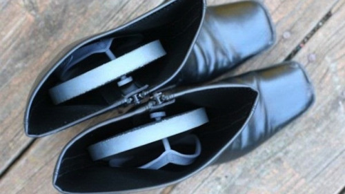 Keep Tall Boots from Slouching with Binder Clips | Lifehacker SOME THINGS: 1. THE PHOTO HERE ILLUSTRATES THE USE OF FLIP FLOPS TO KEEP TALL BOOTS STANDING UPRIGHT 2. THE POST IS ABOUT THE USE OF BINDER CLIPS TO KEEP TALL BOOTS STANDING UPRIGHT 3. THE POST DOES NOT INCLUDE THE VERY IMPORTANT INSTRUCTION TO PLACE A PIECE OF FOAM RUBBER BETWEEN THE BOOT AND THE BINDER CLIP TO KEEP THE BINDER CLIP FROM DAMAGING THE BOOT 4. I AM YELLING TO KEEP FROM SCREAMING 5. [ALL THE EXASPERATED SIGHS]