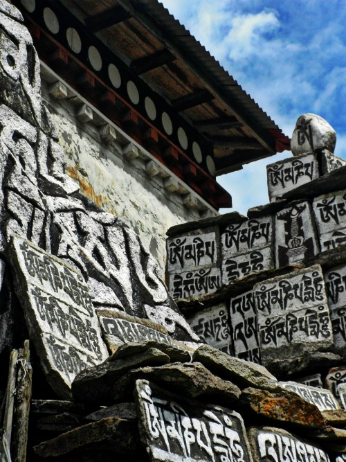 "kathmanducloud:  ""Prayer Stones On The Trail"" Everest Basecamp Trek - Nepal http://bit.ly/13lou8Z http://bit.ly/Yy9rqG"